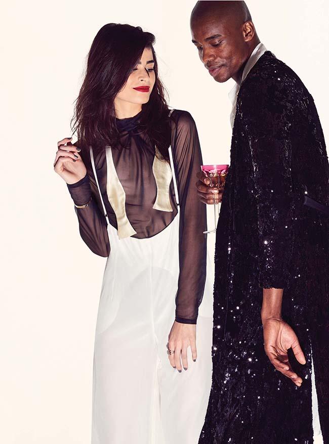 Blusa Lina Dellic, calça Juliana Gevaerd e gravata Camargo para ela. Robe Le Lis Blanc e chemise Juliana Gevaerd para ele. Taça de cristal Baccarat (Foto Fred Othero)